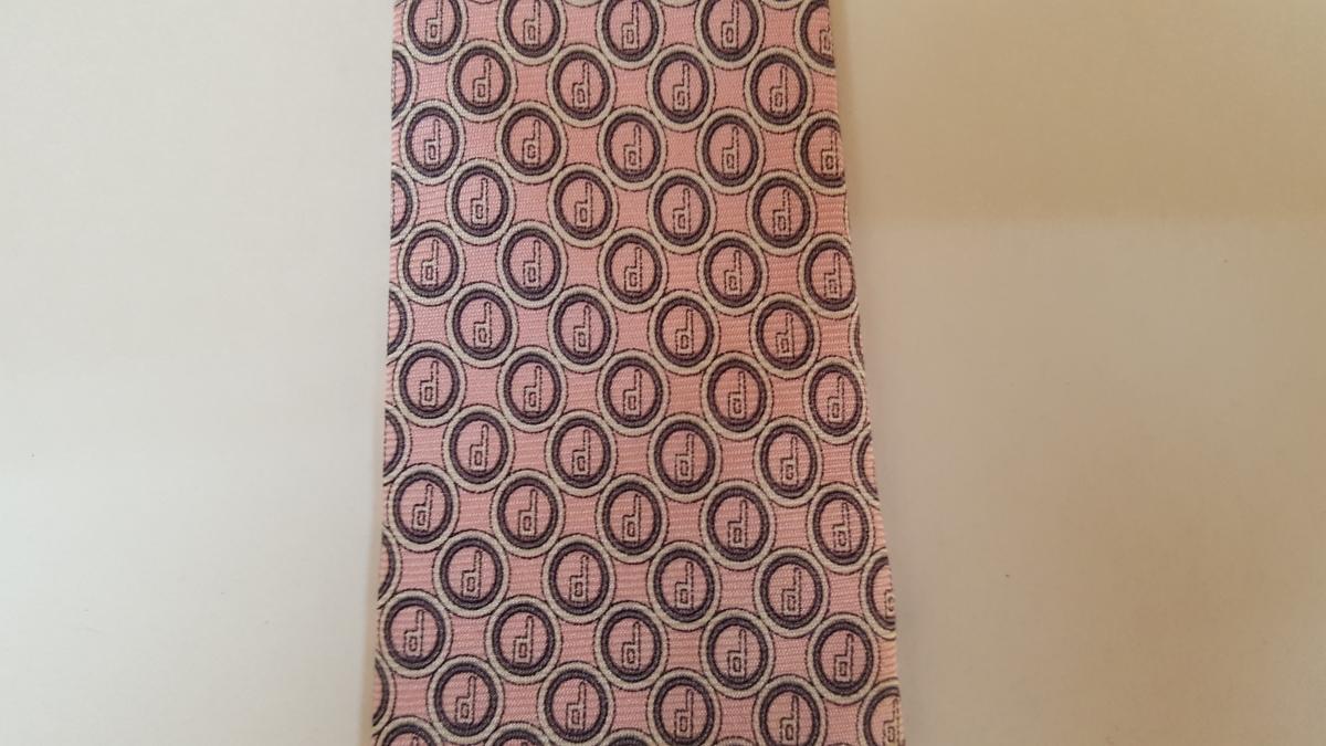 ネクタイの色修復